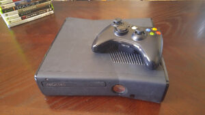 Xbox 360: 250 GB - With 43 Games