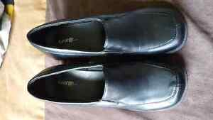 Ladies size 7.5 dress shoes. Wore a few times.