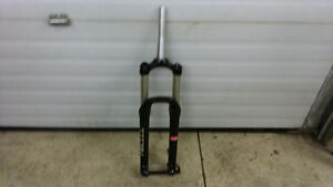 Near New RST Titan 15 Air Single Crown Mountain Bike Fork DH FR