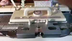 BROTHER BULKY KNITTING MACHINE KH260 AND RIBBER KR260