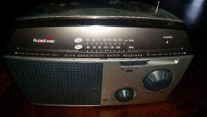 Old vintage audio logic radio in excellent working condition 9$.
