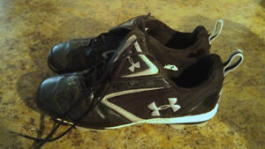 Under armour baseball Kleets/shoes size 10