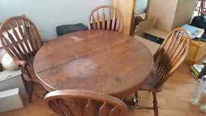 Small round table w/ four chairs Cambridge Kitchener Area image 1