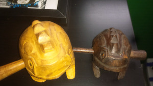Wooden percussive frogs