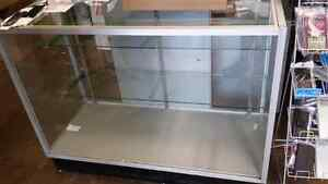 Glass display case/cabinet