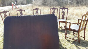 LARGE WOOD ANTIQUE DINNING TABLE Belleville Belleville Area image 3
