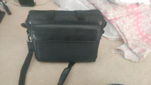 Targus laptop bag (almost new)