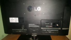 LG 32' flat screen tv x2