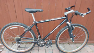 Specialized Rockhopper mountain bike in excellent condition