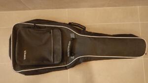 Étui souple pour guitare  électrique de marque ''Voyageur''.