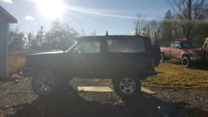 Lifted 1989 Ford Bronco 2