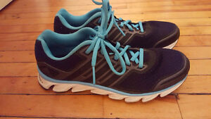 Selling a pair of adidas running shoes size 7.5!!! Kingston Kingston Area image 2