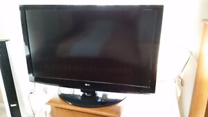 47-inch LG LCD TV ~ GREAT PRICE!
