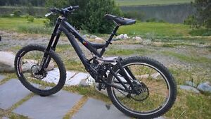 Downhill Mountain Bike:- Specialized Demo 9 dh, Medium