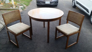 """40"""" Round table + 2 chairs set London Ontario image 1"""