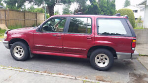 1995 Ford Explorer SUV, Crossover