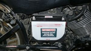 IN SEARCH OF RIGHT hand side cover(battery cover) 83 Virago 750 Kitchener / Waterloo Kitchener Area image 1