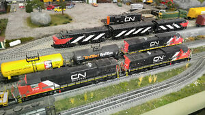 MTH LIONEL O GAUGE TRAIN LAYOUT