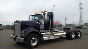 Kenworth W900B Extended Daycab