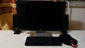 Desktop Computer with Screen for SALE!