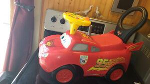 Auto trotteur pour enfant Flash McQueen
