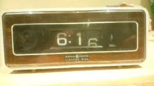 GE General Electric Flip Alarm Clock 8198 WORKS!