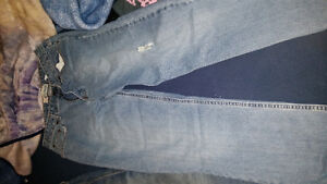 Huge tote of women's jeans over 50 pairs!!! London Ontario image 4