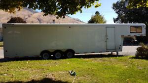 * * * 2006 40' Royal Cargo Trailer Tri-Axle * * *