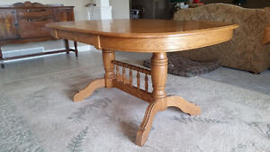Roxton Table and Six Chairs Windsor Region Ontario image 2