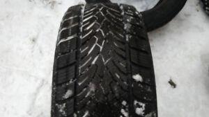 1x pneu hiver 235/55R17 de marque Farroad FRD76
