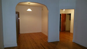 Large 5-1/2 first floor appartment - duplex Ville St-Laurent