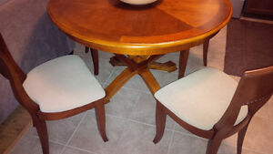 Perfect Round Table & 6 Chairs Set - for sale! Kitchener / Waterloo Kitchener Area image 2