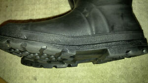 good condition, warm steel toed winter work boots (size 11) London Ontario image 5