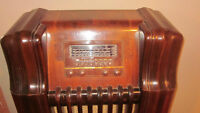 ANTIQUE PHILCO FLOOR MODEL RADIO