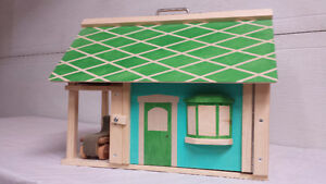 Jouets de bois - Maison de poupées