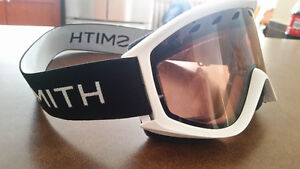 Smith goggles. Like new.