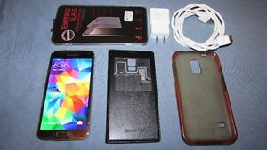 SAMSUNG GALAXY S5 16GB 2 MONTHS OLD WITH 2 CASES KOODO
