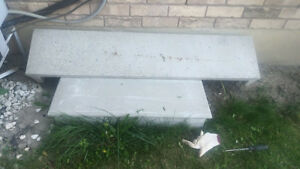 Free two concrete steps, pick them up in Milton