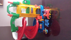 GARAGE & ACCESSOIRES LITTLE PEOPLE FISHER PRICE