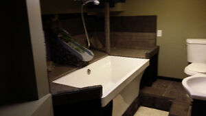 1 br.  Soaker tub grotto. All inclusive internet heat lights