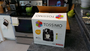 Tassimo Bosch T47 Coffee Brewer w/ ~40 coffee/tea pods, excel'nt