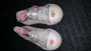Size 7 toddler velcro sneakers