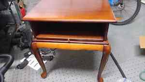 Bombay small table. Wood and in near perfect condition. West Island Greater Montréal image 1