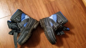 Boots for boys like new , use 1 time, size 10    $10  **
