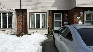 """REDUCED!!! """"CHECK THIS OUT!!!! LARGE 3 LEVEL 3 BED CONDO!!!"""