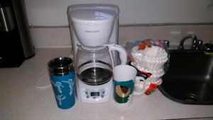 Programable 12 cup coffee maker with 300 filters and 2 mugs