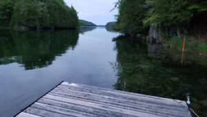 Private cottage for rent on Canoe Lake with a private cove!