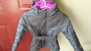 Girls size 6 Northface down winter jacket.