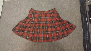 (SIZE 8) Red plaid skater skirt