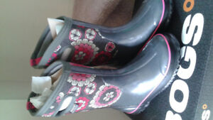New girls Bogs size 2